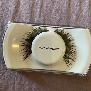 MAC COSMETICS | 70 LASH dramatic winged out lashes